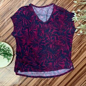 LOFT Linen T Cranberry & Navy Floral V-Neck, Sz M